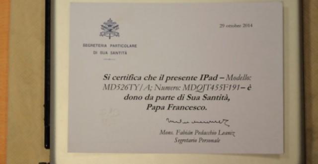 Subastan el iPad del papa Francisco