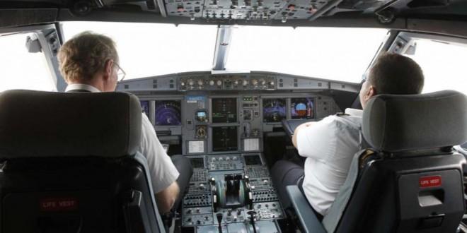 Aerolíneas prohibirán a sus pilotos quedarse solos en la cabina durante el vuelo