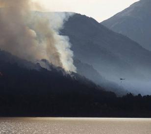 Extinguen incendio en Lago Puelo