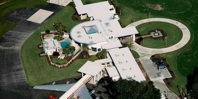 La exclusiva casa John travolta con aeropuerto privado