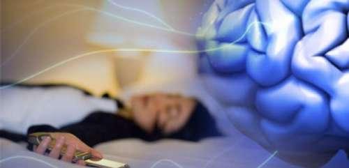 ¿Es Malo Dormir al lado del celular?