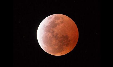 ¿Te lo perdiste? No te preocupes, aquí el video del eclipse lunar más corto del siglo