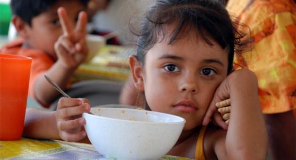 Cómo afecta la desnutrición el cerebro de los niños