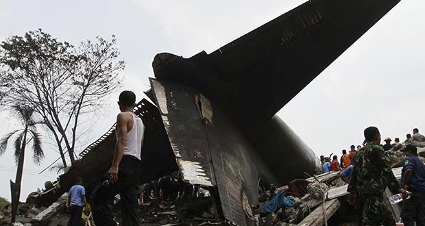 Cayó avión militar en Indonesia