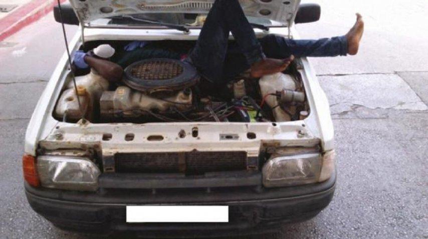 Inmigrante cruza la frontera dentro del motor de un auto