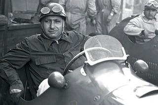 Exhumarán el cuerpo de Juan Manuel Fangio para extraerle ADN