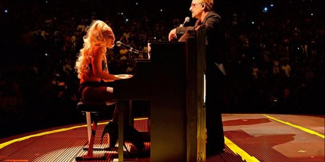 Video: Lady Gaga en bikini tocando junto a U2