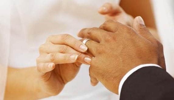 anillo de casamiento