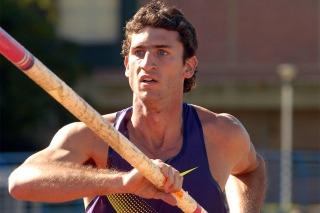 Chiaraviglio saltó 5,70 y es finalista en Beijing