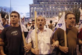 Griegos protestaron contra la aprobación de otro rescate financiero en Atenas
