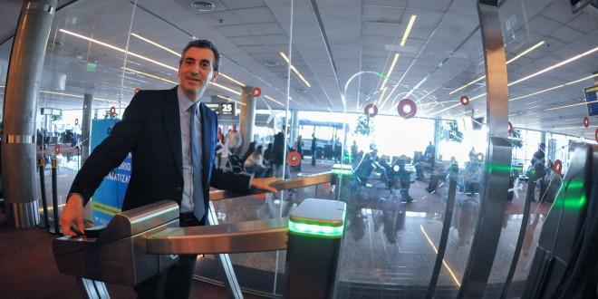 Randazzo presentó las puertas automáticas de ingreso biométrico al país