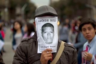 Protestas y una entrevista con Peña Nieto en el primer aniversario de la desaparición de los 43 estudiantes