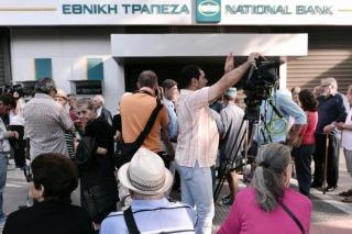 Grecia flexibiliza controles de capital y permite que se realicen más operaciones al extranjero