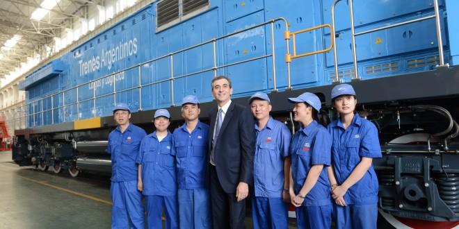 Randazzo presentó la locomotora de carga fabricada para Argentina