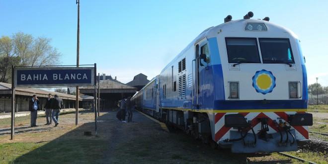 """Randazzo, al arribar el tren a Bahía Blanca: """"Saldamos una deuda histórica con el sur de la provincia de Buenos Aires"""""""
