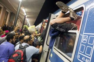 Refugiados bloquean el Eurotúnel al tratar de cruzar