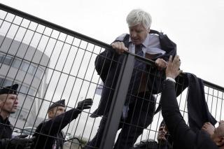 Air France: el jefe de RRHH tuvo que escapar de reunión con sindicatos