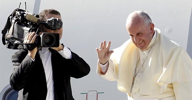 Papa Francisco llegó a Uganda y continúa su gira por África