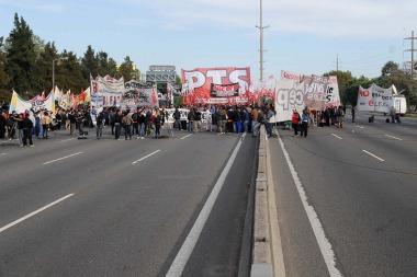 Tercer día de corte de trabajadores de Cresta Roja