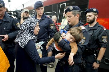 Austria limita el derecho al asilo para frenar la llegada masiva de los refugiados