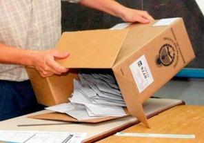 La Dirección Nacional Electoral y las dos fuerzas que van al balotaje sellaron y certificaron el Software que se utilizará para el escrutinio