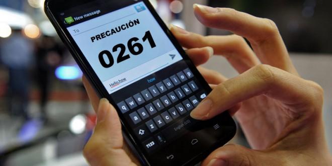 """Alertan por los mensajes de texto con el """"prefijo 0261"""""""
