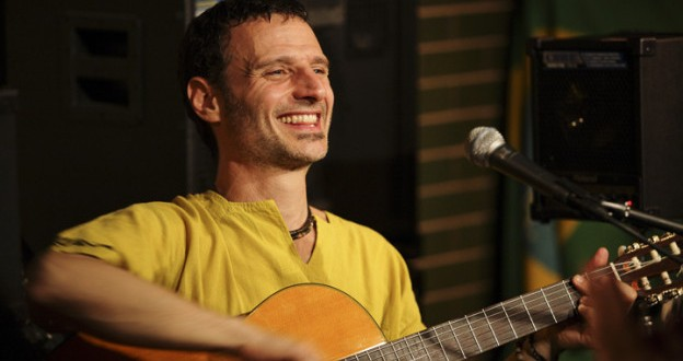 Beto Caletti charla y toca en el Centro Cultural Kirchner