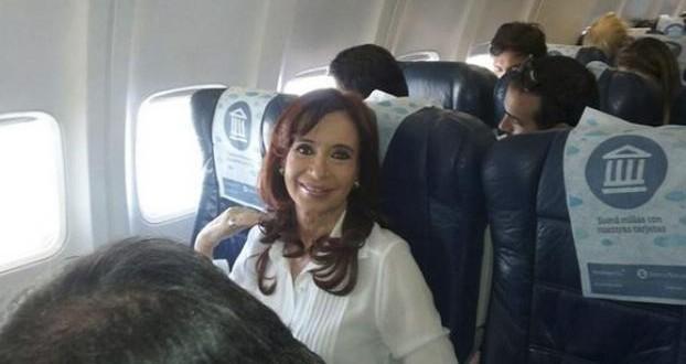 """El avión de Aerolíneas Argentinas estaba todo """"reservado"""" por Cristina"""