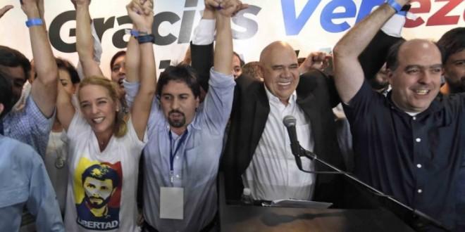 """Elecciones en Venezuela: El chavismo que atribuyó la derrota a una """"guerra económica"""""""