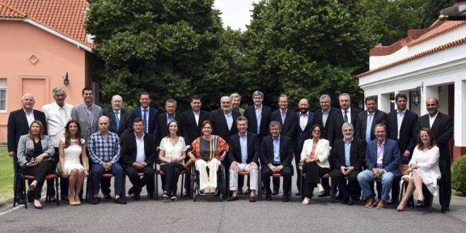 """Macri junto a los 24 gobernadores: """"Hay que resolver problemas en el federalismo"""""""