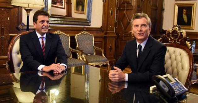 Massa le llevó a Macri 'paquete de leyes'