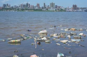 La falta de reciclado podría llevar a que los mares tengan más plástico que peces