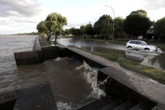 Alerta por la crecida del Río de la Plata en la costa del área metropolitana y La Plata