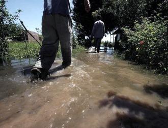 Bajan lentamente los ríos Paraná y Paraguay en las costas chaqueñas
