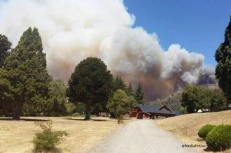El fuego en Los Alerces ya afectó 1.200 hectáreas y avanza hacia el sur