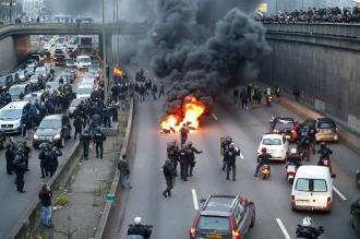 Huelga de taxistas y controladores aéreos bloquea Francia