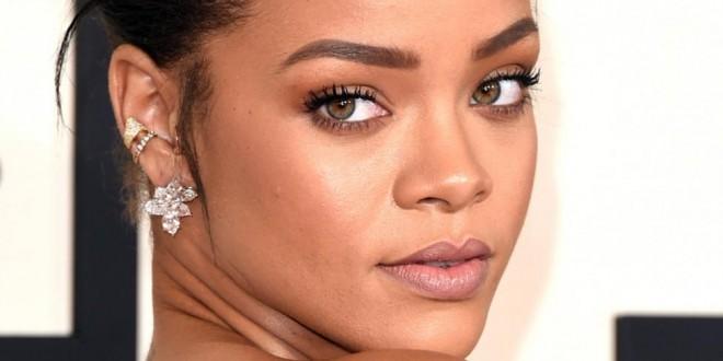 Los exóticos auriculares de Rihanna de 9 mil dólares!