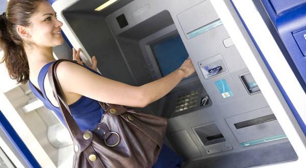 No hay más límites para extraer efectivo en el exterior con tarjetas de débito y crédito