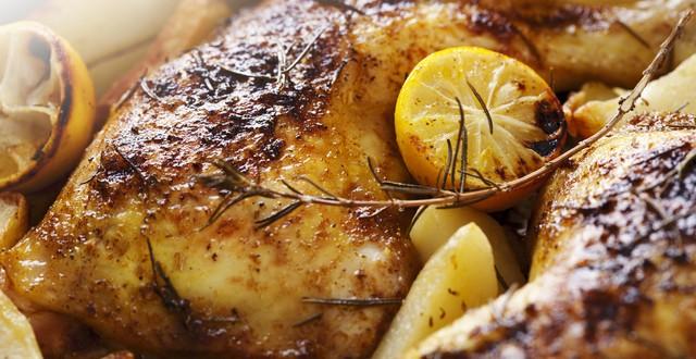 Por qué no hay que recalentar pollo en el microondas