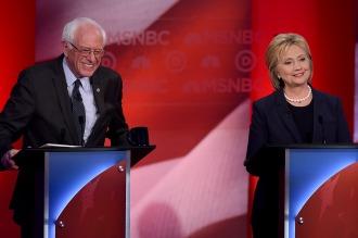 Clinton y Sanders se sacan chispas en el último debate antes de la primaria
