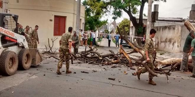 El Ejército asistió a cordobeses afectados por un fuerte temporal