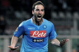 Higuaín anotó el gol del triunfo para Napoli, que sigue puntero en Italia