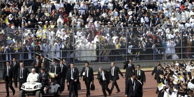 """El papa Francisco a los jóvenes de México: """"Jesús nunca nos invitaría a ser sicarios"""""""