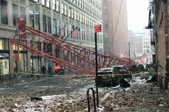 Un muerto y varios heridos al caerse una grúa de 100 metros en Manhattan