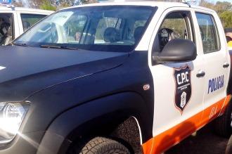 Un patrullero de contramano chocó a una camioneta y atropelló y mató a una mujer