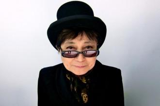 Yoko Ono, internada