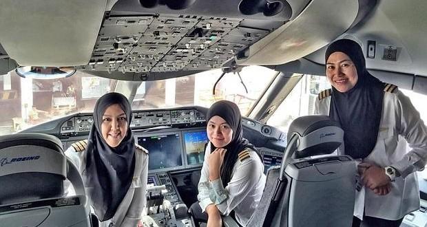3 mujeres aterrizan un avión en Arabia Saudí pero no pueden conducir un coche al salir del aeropuerto