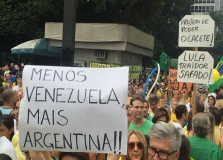 """Brasil marchó contra Lula y Dilma y pidió: """"Menos Venezuela y más Argentina"""""""