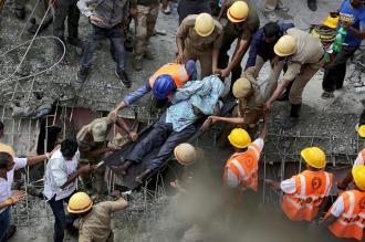 Calcuta: 16 muertos y 78 heridos por un derrumbe
