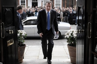 """Cameron, """"decepcionado"""" por la renuncia de su ministro de Trabajo"""